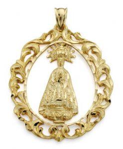 Medalla ovalcon Virgen de la Asunciónrealizada en Oro Amarillo de 18 Quilates. Pieza de 43x35 milímetros conimagen central a relieve y sencillo tallado con terminación en mate y brillo.